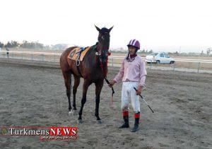 اویلی بشگرد 300x211 - هفته دوم مسابقات اسبدوانی کورس تابستان بندرترکمن برگزار شد+عکس