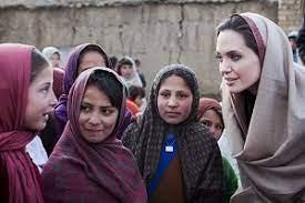 ۱ - دختران افغان آنجلینا جولی را اینستاگرام آوردند