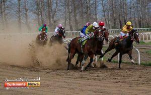 هفته پانزدهم 2 300x188 - روز دوم هفته پانزدهم مسابقات اسبدوانی زمستانه گنبدکاووس برگزار شد+عکس
