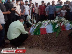 جنازه و خاکسپاری عبدالجبار مخدوم نژاد 9 300x225 - مراسم تشییع و خاکسپاری سرباز شهید عبدالجبار مختوم نژاد در آجی قوشان+عکس