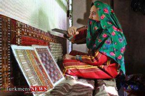 فرش ترکمن در خراسان شمالی 2 Copy 300x198 - شبکه های تولید فرش دستباف در پنج روستای خراسان شمالی ایجاد شد