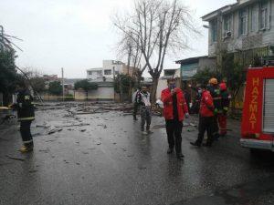 نوجوانان 300x225 - خسارت طوفان ۱۲۹ کیلومتری در گلستان