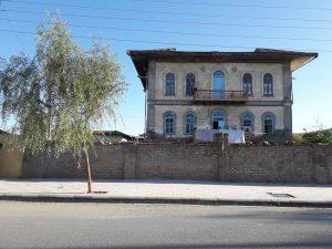 گوگلانی 300x225 - تجلی معماری قاجار در کوموش دفه/زندگی ترکمنها در دالان تاریخ جریان دارد