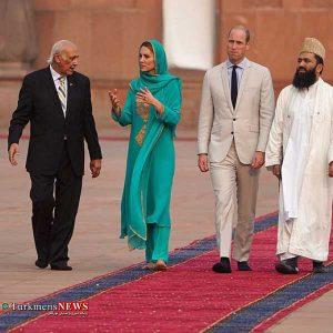 سلطنتی انگلیس1 300x300 - تلاوت قرآن در جریان بازدید خانواده سلطنتی انگلیس از مسجد /عکس
