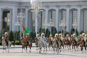 نظامی ترکمنستان 300x200 - رژه نظامی در سالگرد استقلال ترکمنستان برگزار میشود