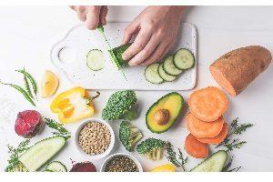 ماندن 300x200 - برای سالم ماندن حتما این 20 ماده غذایی طبیعی را بخورید