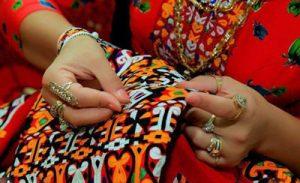 دوزی ترکمن 300x183 - سوزندوزی؛ هنری از میان نقوش هندسی تا نغمههای ترکمن