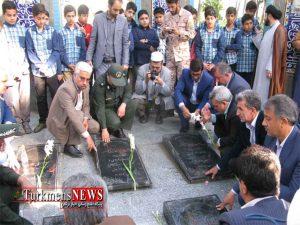 جمعی از معلمان و دانش آموزان گنبدکاووس با آرمان های شهیدان تجدید میثاق کردند