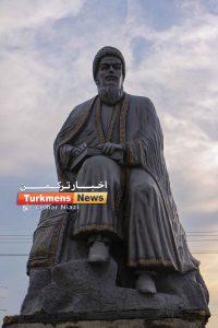 """مختومقلی فراغی میدان فراغی 200x300 - مجسمه """"مخدومقلی فراغی"""" شاعر نامی ترکمن در گنبدکاووس نصب شد"""