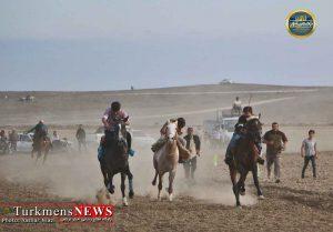 مسابقه سوارکاری در بخشی از مراسم ازدواج 8 زوج ترکمن