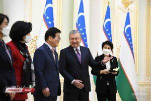 پارلمانی کره جنوبی با رئیس جمهور ازبکستان 4 300x201 - هیأت پارلمانی کره جنوبی با رئیس جمهور ازبکستان دیدار کرد+ تصاویر