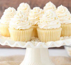 کیک وانیلی 300x273 - طرز تهیه کاپ کیک وانیلی بدون نیاز به فر