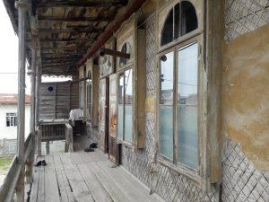 دفه 4 300x225 - تجلی معماری قاجار در کوموش دفه/زندگی ترکمنها در دالان تاریخ جریان دارد