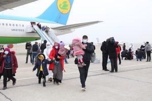13990918000378 Test PhotoL 300x200 - ازبکستان 98 زن و کودک خود را از سوریه تحویل گرفت