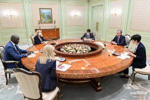 14000624000201 Test PhotoL 300x200 - رئیس جمهور ازبکستان با نماینده بانک جهانی دیدار کرد