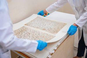 2088718 875 300x200 - ترمیم یکی از قدیمیترین نسخههای قرآن در ازبکستان