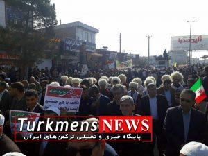 Aghqala 22B 300x225 - حضور بی نظیر مردم آق قلا از مذاهب و اقوام مختلف در راهپیمایی 22 بهمن