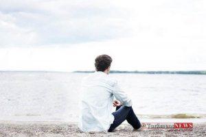 Alone 18S 3 300x200 - چرا لازم است گاهی با خودمان خلوت کنیم؟ از فواید شگفت انگیز تنهایی بیشتر بدانید