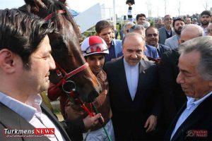 Bazdid TurkmensNews 10 300x200 - بازدید وزیر ورزش و جوانان از مسابقات سوارکاری کشور در گنبدکاووس+تصاویر