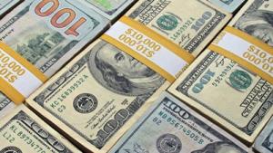 Dollar 300x169 - Dollaryň dünýädäki walýuta ätiýaçlyklarynyň paýy ýene pese gaçdy