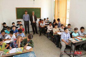 Ehdaye Ketab TN 11 300x200 - آیین فرهنگی اهدای کتاب و لوازم تحریر به دانش آموزان +گزارش تصویری