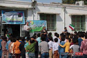 Ehdaye Ketab TN 2 300x200 - آیین فرهنگی اهدای کتاب و لوازم تحریر به دانش آموزان +گزارش تصویری