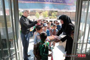 Ehdaye Ketab TN 3 300x200 - آیین فرهنگی اهدای کتاب و لوازم تحریر به دانش آموزان +گزارش تصویری