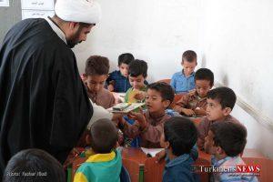 Ehdaye Ketab TN 4 300x200 - آیین فرهنگی اهدای کتاب و لوازم تحریر به دانش آموزان +گزارش تصویری