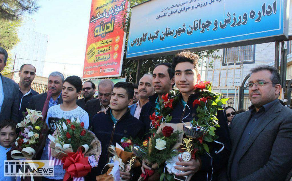 Esteghbal 25 - استقبال از دانشآموزان قهرمان و داور بینالمللی کاراته در گنبدکاووس