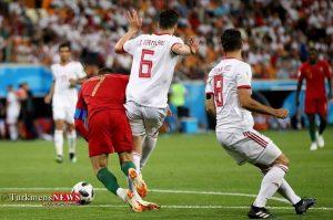 Football 2 4T 300x199 - حذف سرافرازانه تیم ملی ایران از گروه مرگ/ داور پاراگوئهای، پرتغال را به مرحله بعد فرستاد