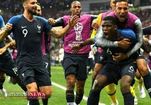 Franc 24T 300x209 - فرانسه قهرمان جام جهانی 2018 شد/ ستاره دوم روی پیراهن خروسها نقش بست