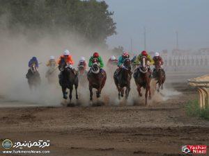 Hafteye Dovom 6 300x225 - گزارش تصویری هفته دوم مسابقات اسبدوانی بهاره گنبدکاووس