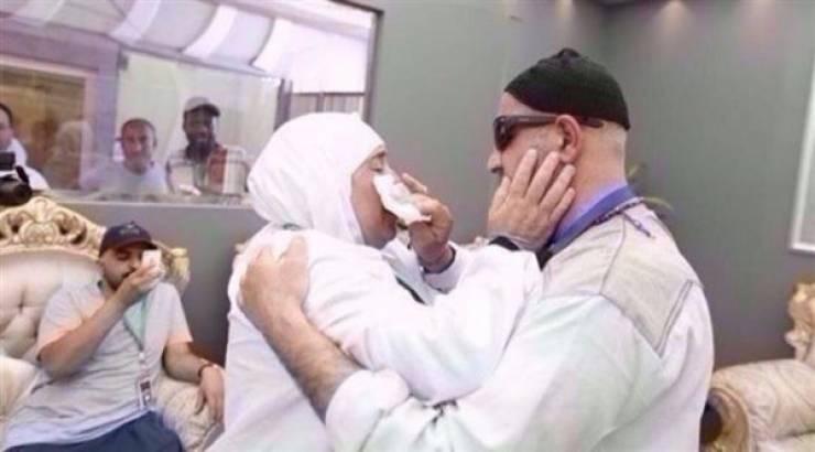 Haji 17 Sh - خواهر و برادر فلسطینی پس از 15 سال در سرزمین منا یکدیگر را پیدا کردند