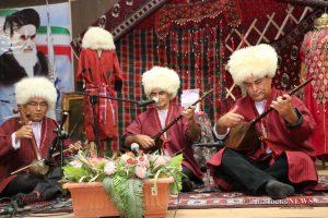 IMG 0079 300x200 - مراسم رونمایی از کتاب زبان و ادبیات ترکمنی+تصاویر