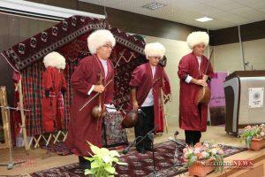 IMG 0087 300x200 - مراسم رونمایی از کتاب زبان و ادبیات ترکمنی+تصاویر