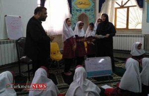 IMG 20180523 145748 300x193 - برگزاری یک دوره کارگاه آموزش روزنامه دیواری در مدرسه ابتدایی شاهد دختران+تصاویر