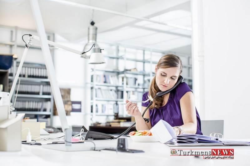 Meetfood 18S 2 - آداب غذا خوردن در شرکت ؛ از بردن این غذاها به محل کار پرهیز کنید
