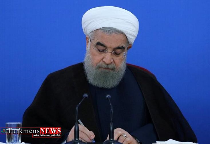 Rouhani 3M - روحانی حکم رییس کل جدید بانک مرکزی را امضا و ابلاغ کرد