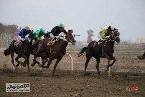 Savarkari 23Az 5 300x200 - هفته نهم رقابتهای کورس اسبدوانی پاییزه گنبدکاووس برگزار شد+ تصاویر