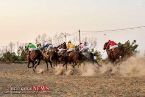 Savarkari 28T 300x200 - هفته پنجم مسابقات اسبدوانی کورس تابستان بندرترکمن برگزار میشود