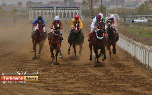 TN 1 2 300x188 - روز دوم هفته یازدهم مسابقات اسبدوانی زمستانه گنبدکاووس برگزار شد+عکس