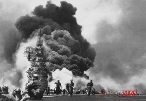 USS Bunker Hill hit by two Kamikazes w700 300x207 - «لرزاننده بهشت»: اژدر انتحاری ژاپنی که به کابوس کشتی های آمریکایی تبدیل شد