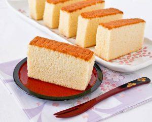 c56cfd52 3b68 423a 9c07 46f77ddaf649 300x240 - دستور تهیه کیک ساده بدون شیر