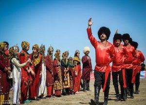 ccb83ad1 6097 4f27 8833 647ebaaa2f8d 300x217 - تابش اعتقادات کهن ترکمنها از دریچه پوشاک