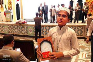 ghari1 300x200 - روایت زندگی دانشآموز حافظ کل قرآن از کوموش دفه تا دبی