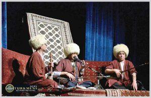 kamanche 19az 300x194 - دانش و مهارت ساختن و نواختن کمانچه ترکمن استان گلستان میراث جهانی شد