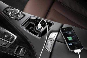 n00063628 b 300x200 - شارژ کردن گوشی در ماشین را فراموش کنید!