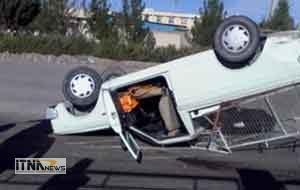 vanet 4a 300x190 - واژگونی وانت مزدا یک کشته و یک مجروح داشت