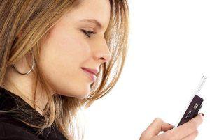 woman on a mobile 300x201 - شخصیت شناسی از روی رنگ و مدل گوشی موبایل