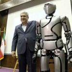ynsan şekilli Surna 4 adly robot sergä goýuldy